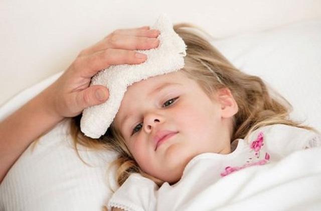 Do sức đề kháng yếu, trẻ em rất hay bị cảm cúm vào mùa đông. Ảnh minh họa