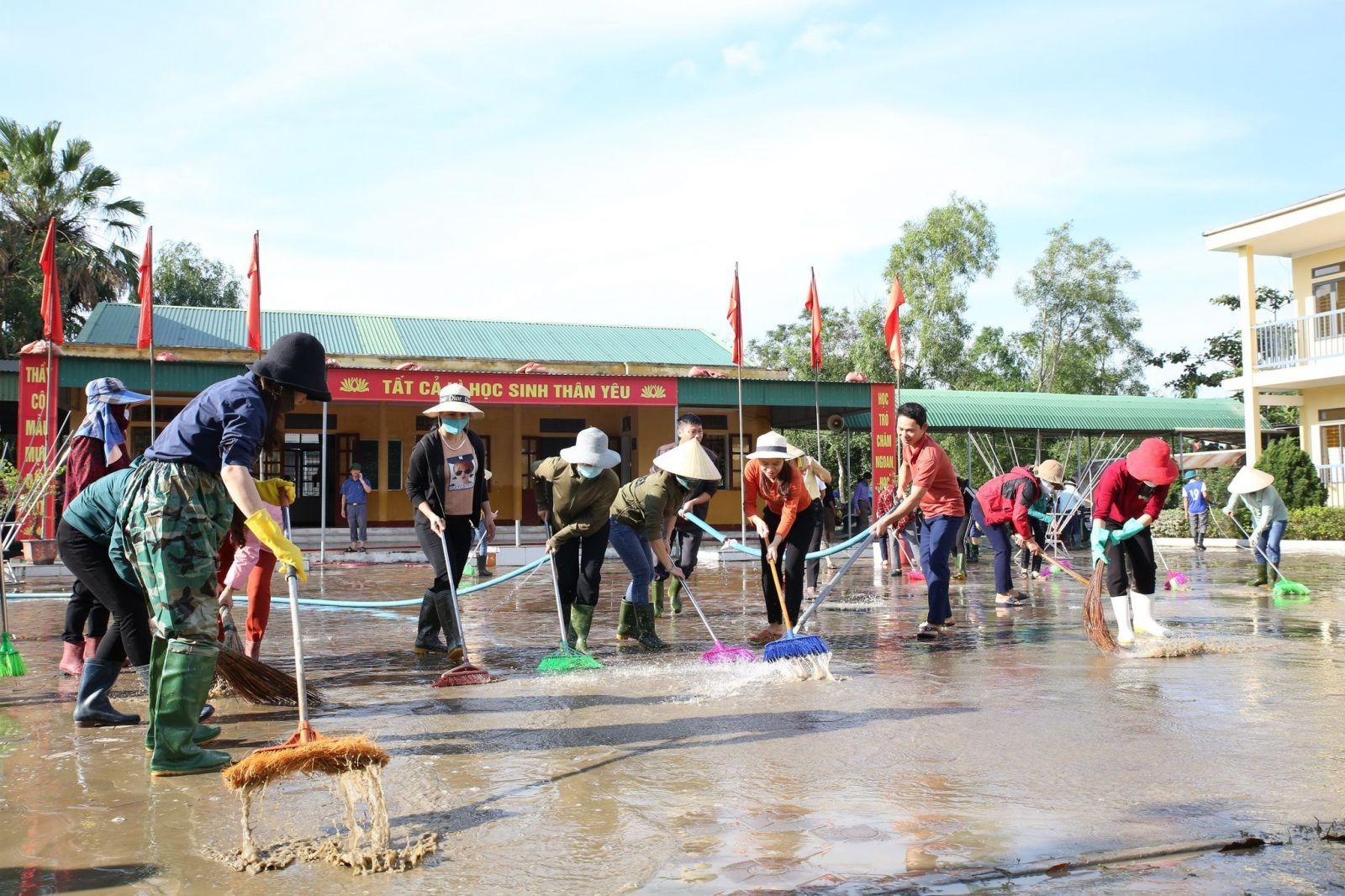 Tập trung xử lý môi trường, tuyên truyền phòng, chống dịch bệnh sau lũ lụt